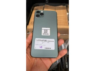 Iphone 11pro max  256gb available Buea