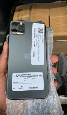 iphone-11pro-max-256gb-available-buea-big-2