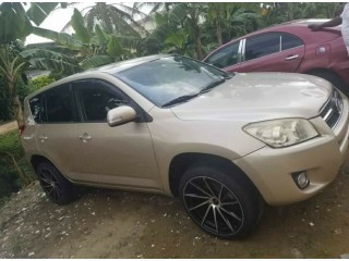 Toyota Rav4 2010 automatic Essence occasion Europe volante change available for sale